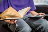 كُتُب ومجلات الأطفال الورقية إلى أين؟